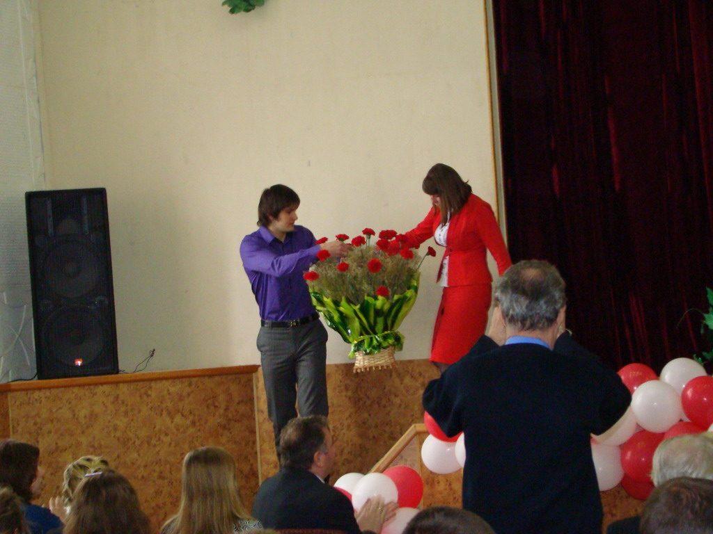 Студентське самоврядування прийняло рішення про покладання кошика квітів до меморіалу