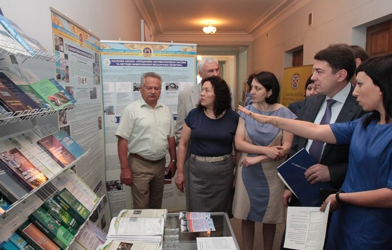 У МОН відбулася виставка досягнень університетської науки