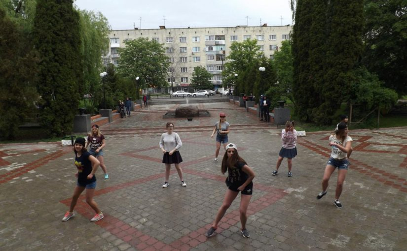 Танцювальний флешмоб у ЖДТУ від студенток гірничо-екологічного факультету