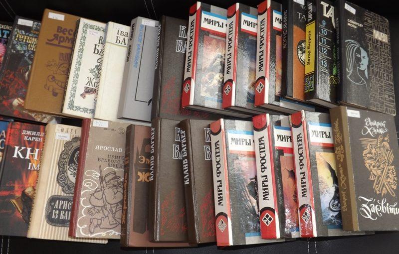 У ЖДТУ в рамках акції зібрали і передали військовим дві тисячі книг