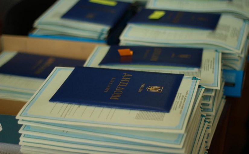 Студентам Житомирського технологічного університету вручили дипломи випускників